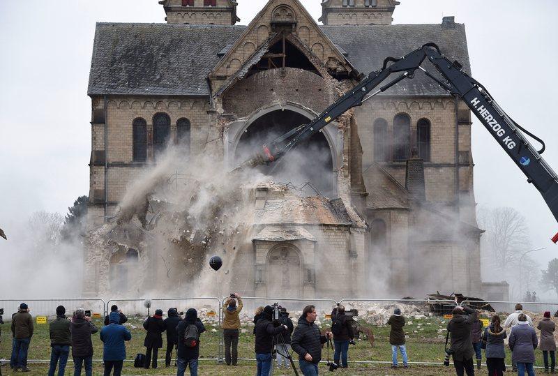 30 Igrejas Alemãs foram Atacadas em 2 Meses