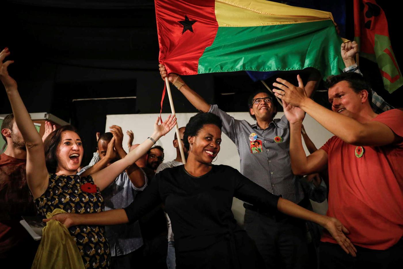 LIVRE Elege em Lisboa, Celebra Vitória com Bandeiras da Guiné-Bissau
